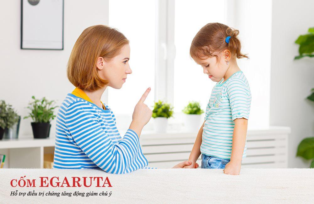Bên cạnh việc khen ngợi cũng cần có hình phạt cho hành vi sai trái của trẻ